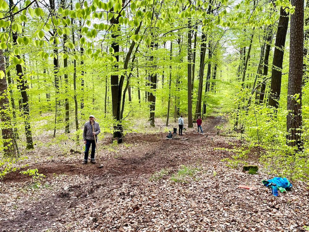 Aktionstag: Neugestaltung Katzenkopf Trail auf der  Gemarkung Kernen