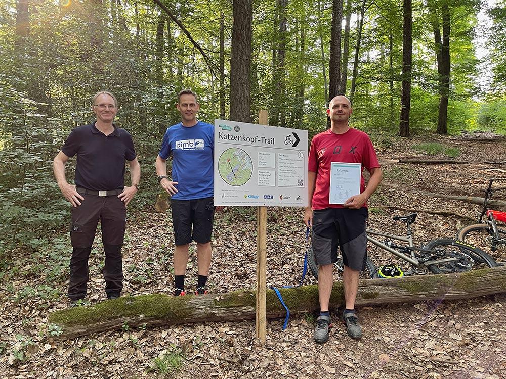 Übergabe der Patenschaftsurkunde an Steffen Rosskopf, Mountainbike Stuttgart e.V. Ortsgruppe Fellbach-Kernen
